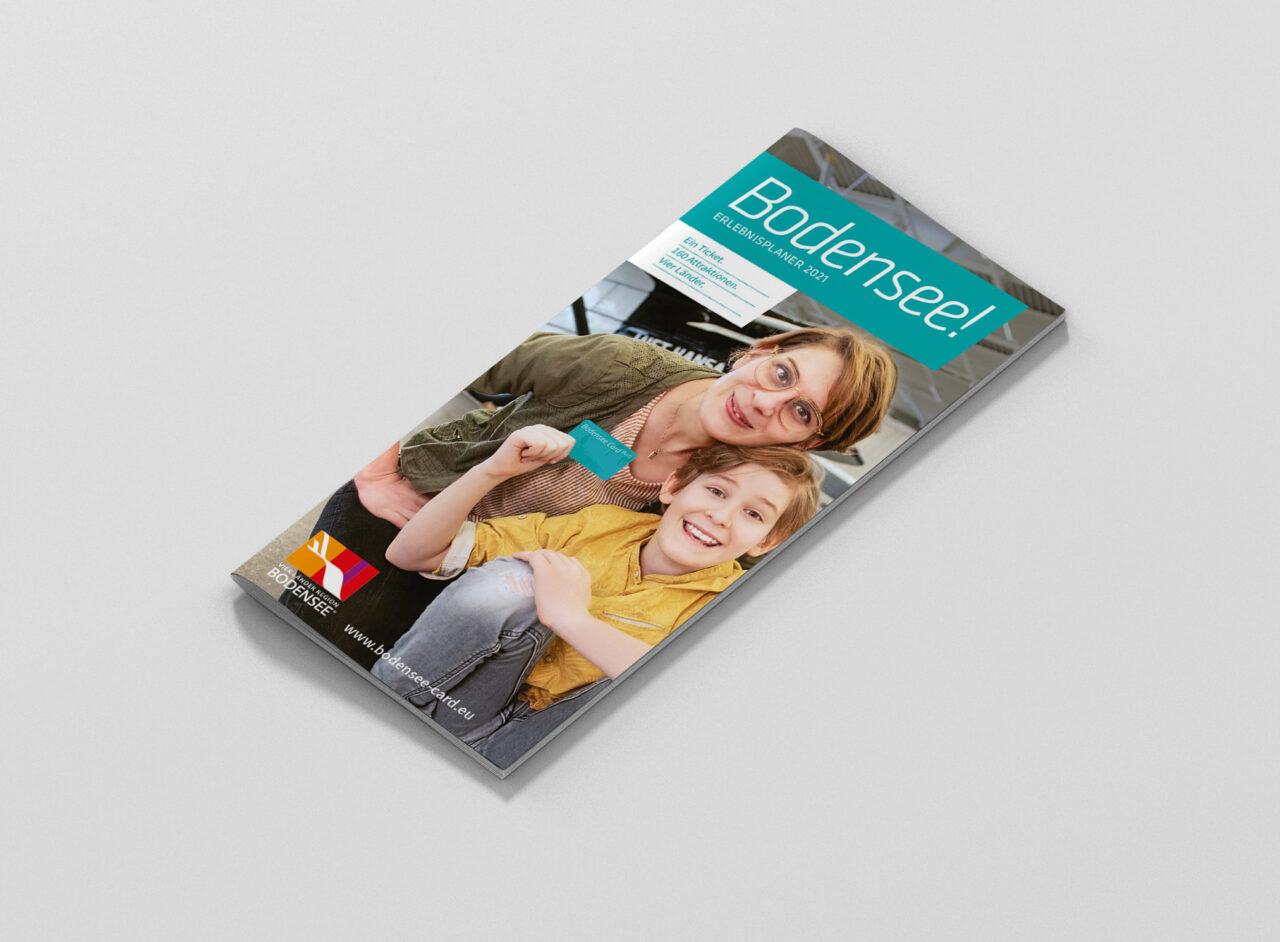 brochure_magazine_mockup_dl_side_1