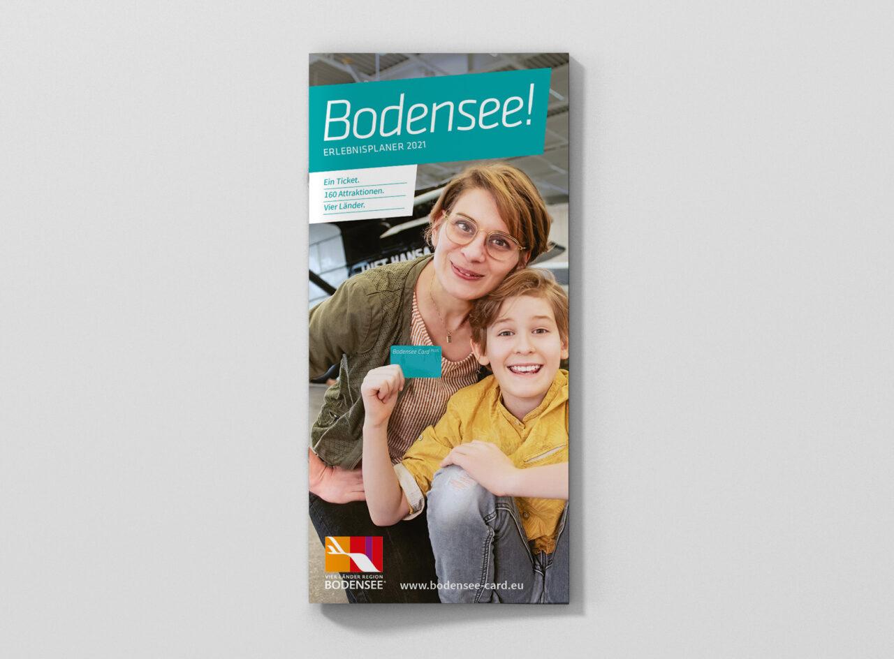 brochure_magazine_mockup_dl_top_1